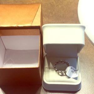Pandora Laurel ring never worn